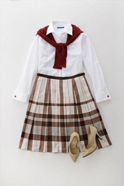 軽やか!白シャツ&スカートのガーリーコーデ
