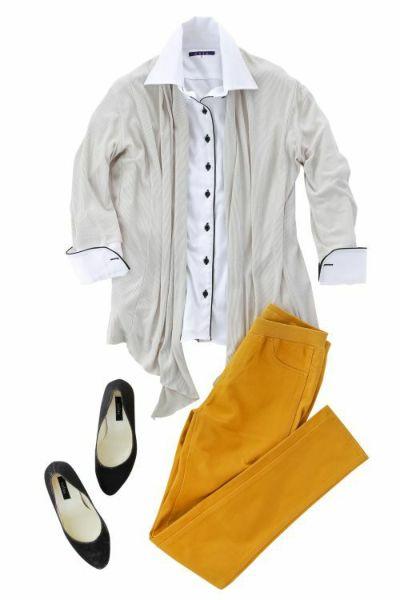 ナチュラルカラー+鮮やか色パンツのバランスコーデ